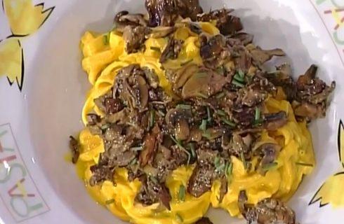 Le tagliatelle ai funghi con crema di ricotta con la video ricetta della Prova del Cuoco