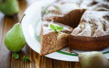 Come preparare la torta cioccolato e pere senza farina: la video ricetta