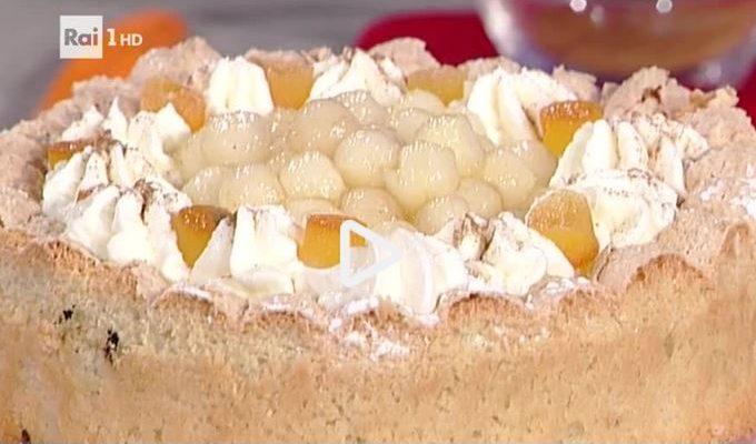 La video ricetta della torta di amaretto morbido con pere e panna della Prova del Cuoco