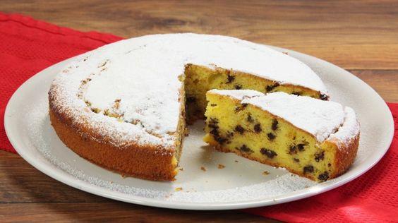 La torta di pere e gocce di cioccolato perfetta per la colazione