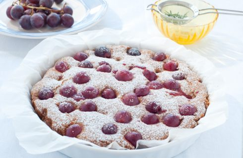 La torta con uva fresca con la ricetta vegan
