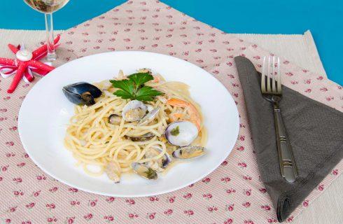 Bimby: spaghetti con cozze, vongole, gamberi e calamari