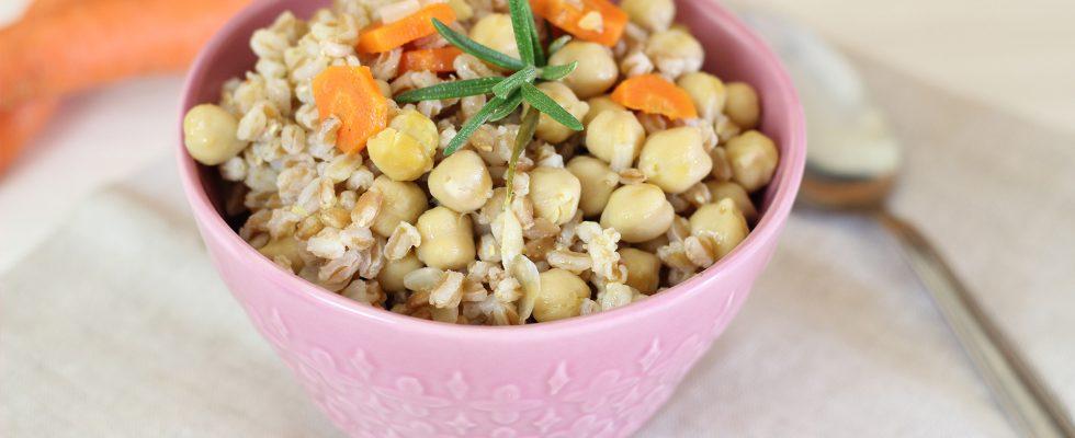 Zuppa di avena e legumi, per una cena vegana