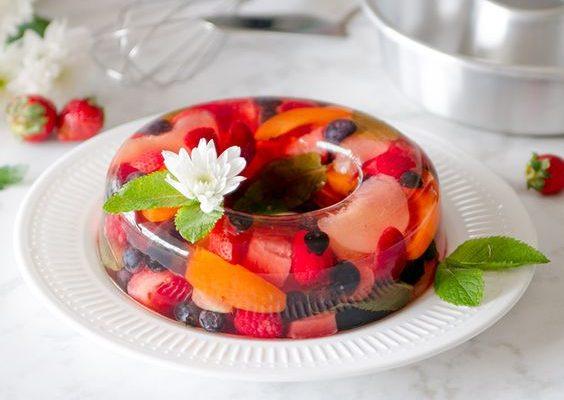 Come preparare l'aspic di frutta al Moscato