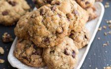I biscotti con fiocchi d'avena e gocce di cioccolato con la ricetta golosa