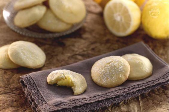 La ricetta dei biscotti ripieni di crema pasticcera