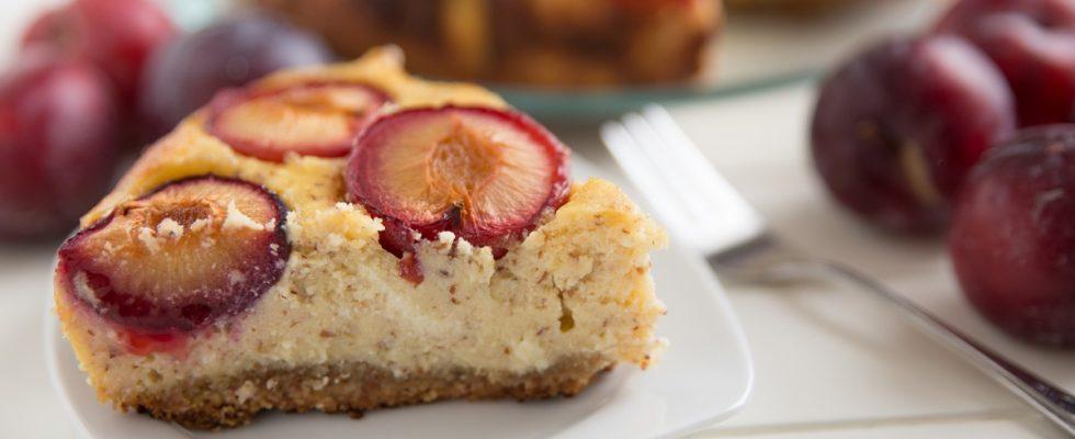 Cheesecake alle prugne, la ricetta per il pranzo della domenica