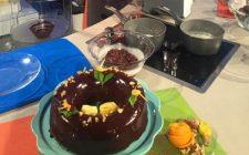 Ciambella alle noci e cioccolato con glassa: la video ricetta della Prova del Cuoco