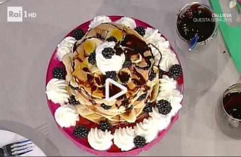 I pancakes alle banane e more con sciroppo d'acero della Prova del Cuoco: la video ricetta