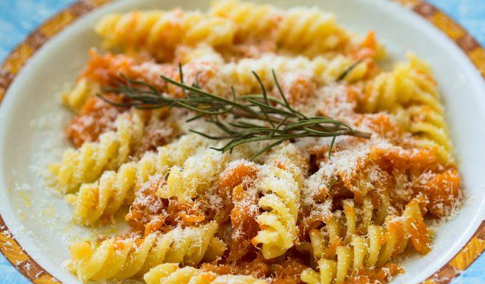 Pasta con zucca, salsiccia e panna: la ricetta gustosa