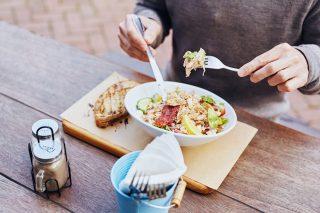 Le 8 regole per rimanere a dieta in pausa pranzo