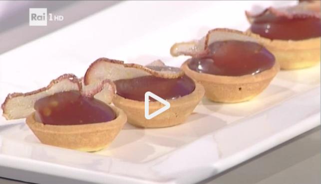 Tartellette di frolla con caramello mou e crema alle pere: la video ricetta della Prova del Cuoco