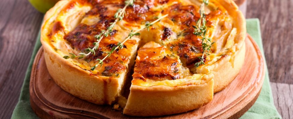 Torta di pane salata in padella, la ricetta per riciclare il pane raffermo
