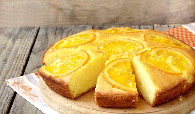 La torta all'arancia e mandorle con la ricetta classica