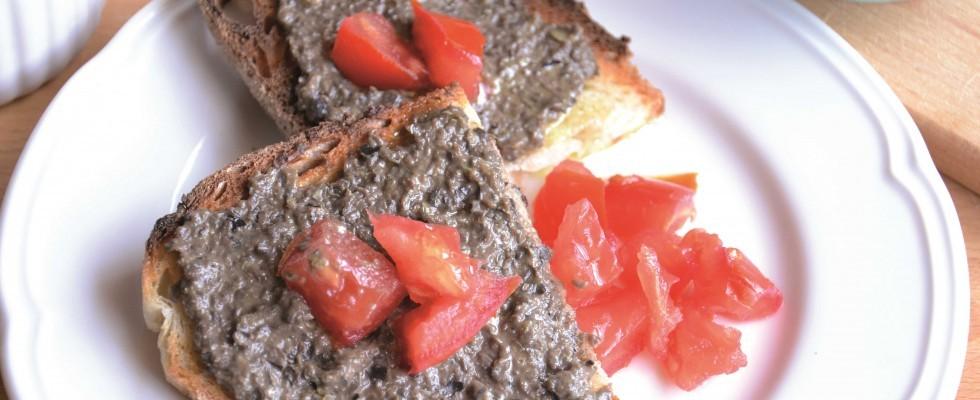 Bimby: crostini con tapenade e dadolata di pomodoro