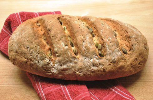 Bimby: come si prepara il filoncino di pane nero e semi di zucca