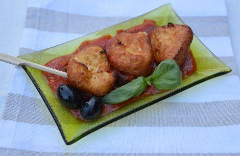 Bimby: ecco le frittelline di ricotta con salsa al pomodoro