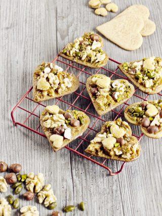 Cuori di biscotto con noci e caramello: provate a farli con il bimby