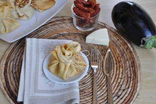 Fagottini di crespelle ripieni di melanzane: da fare con il bimby