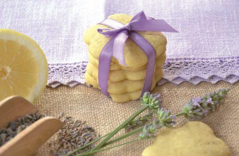 Biscotti fiorellini alla lavanda, da preparare con il bimby
