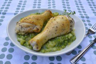 Fusi di pollo con piselli e patate, preparateli facilmente con il bimby