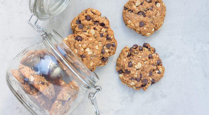 I biscotti con avena banana e cioccolato con la ricetta light
