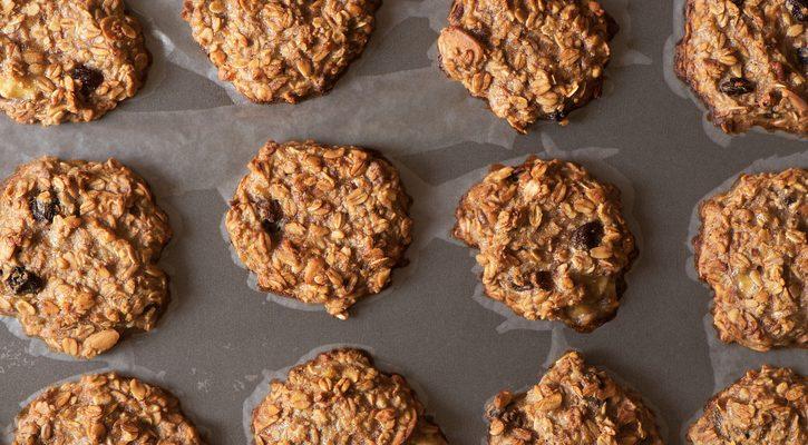 I biscotti con muesli e banane con la ricetta sana