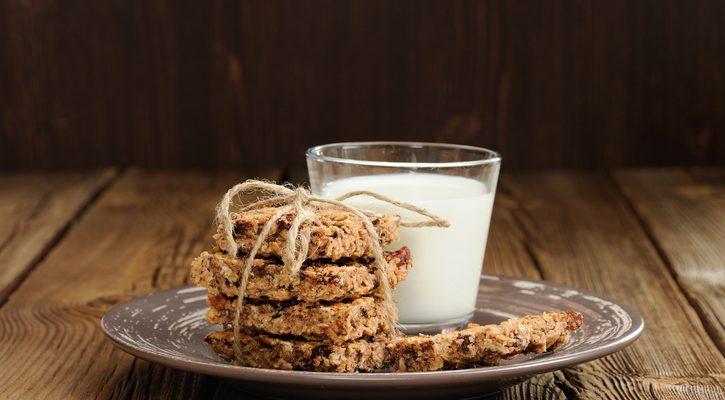 I biscotti con muesli e miele con la ricetta facile
