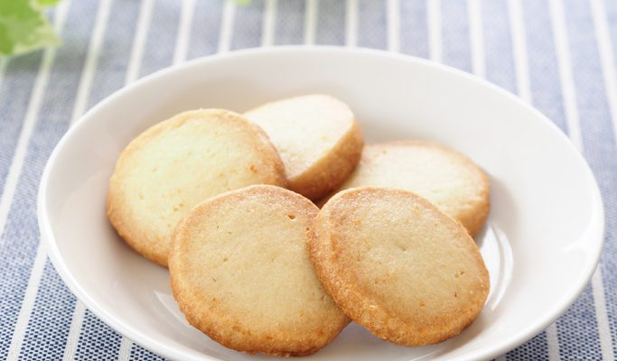 I biscotti con panna e miele con la ricetta golosa