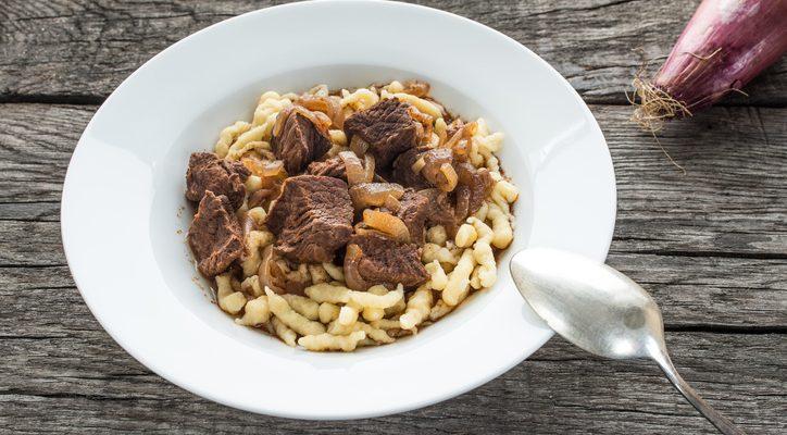 Goulash con spaetzle: la ricetta del piatto unico