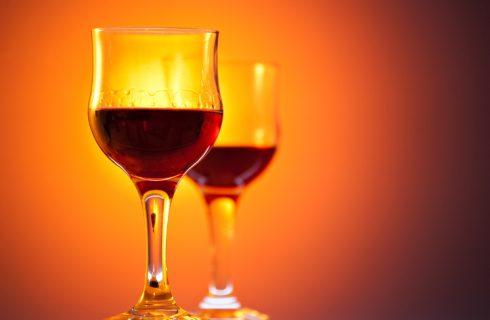 La ricetta del nocino di Modena, il liquore alle noci da regalare a Natale