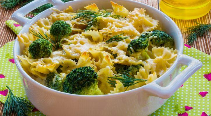 La pasta con broccoli e patate con la ricetta vegetariana