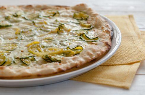 Largo alla fantasia: la pizza romana con Zucchine e Formaggio