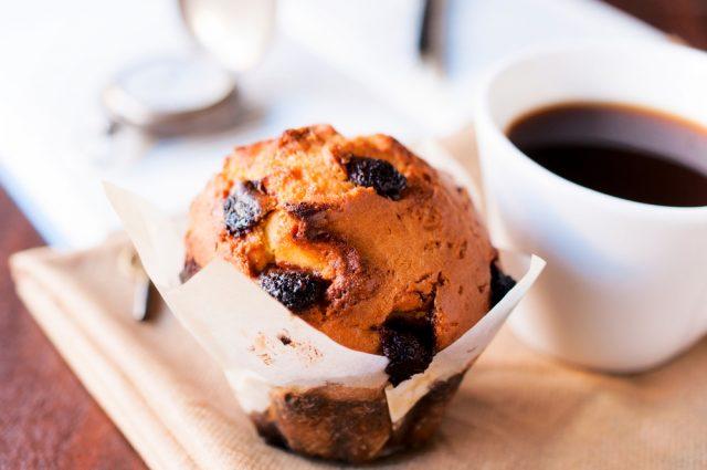 muffin e caffè americano