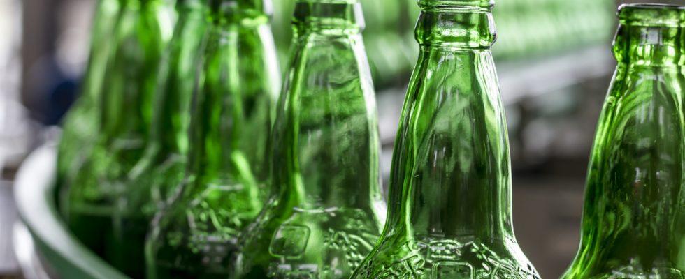 Acqua in bottiglie di vetro: Unes e Carrefour ci provano