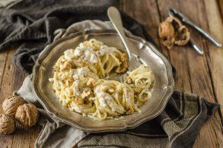 Spaghettoni noci e taleggio: cremosi e saporiti