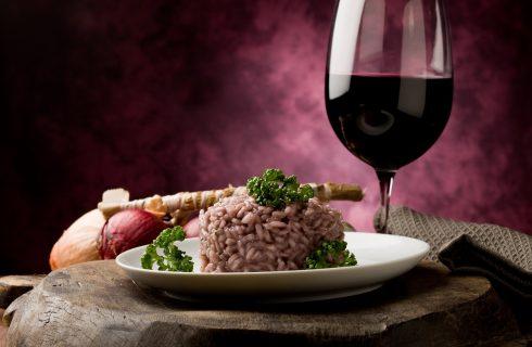 La ricetta del risotto al vino rosso e salsiccia per San Martino
