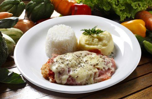 La ricetta della cotoletta con pomodoro e formaggio