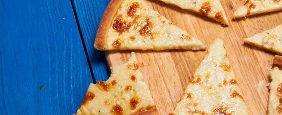 Come fare la pizza ai 4 formaggi