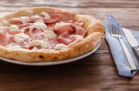Pizza Tonda in casa? Sì, ma con Certosa e Prosciutto Cotto