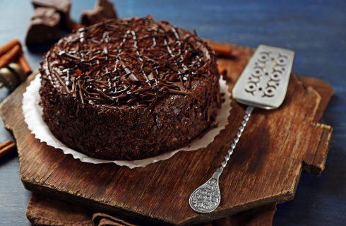 Torta cioccolato e cannella, golosa e invitante