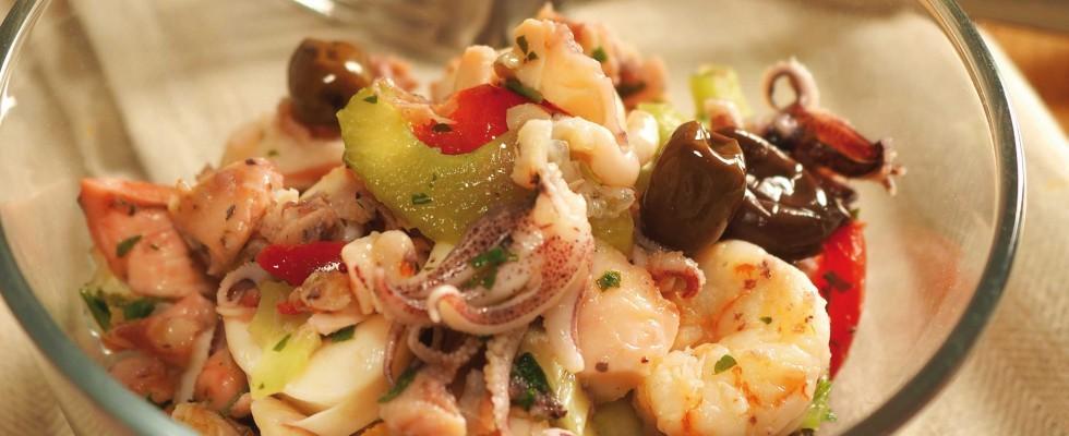 Bimby: ecco l'insalata di pesce con sottaceti e olive