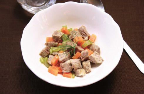 Per pranzo, l'insalata fredda di manzo da preparare con il bimby