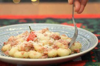 Gnocchi al ragù di zampone, come reinventare i piatti del veglione
