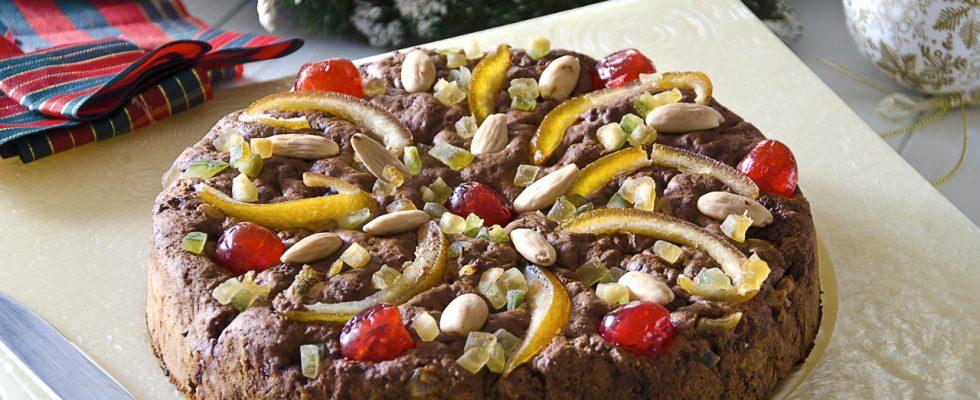 Certosino bolognese, dolce natalizio a base di frutta secca e canditi