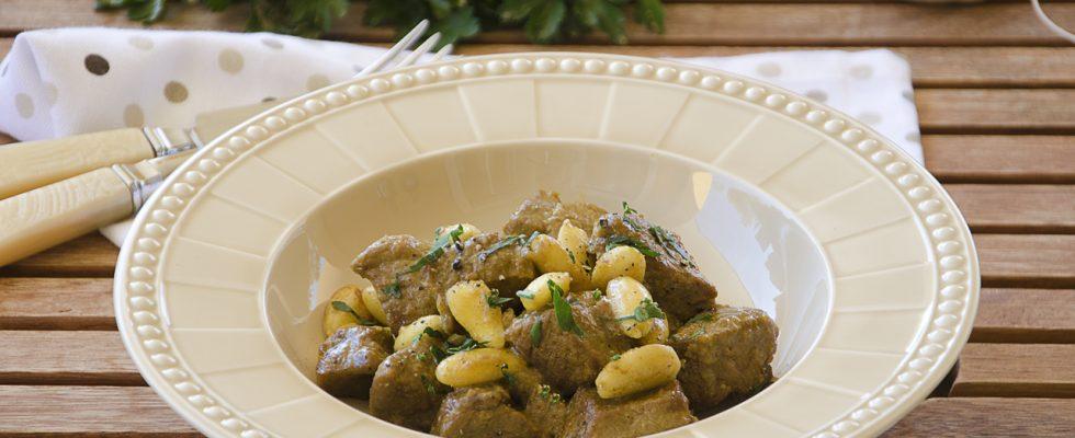 Spezzatino di manzo alle mandorle e curry