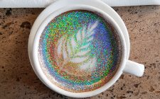 Trend discutibili: il caffè glitterato