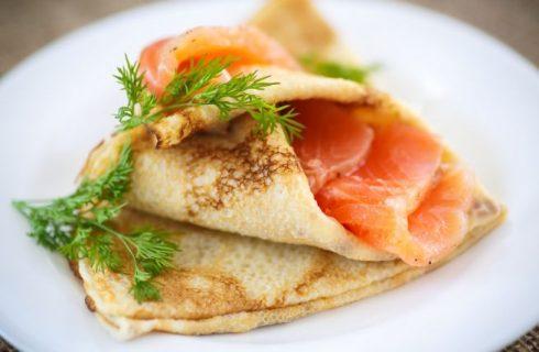 La ricetta delle crespelle al salmone e robiola per il cenone della Vigilia
