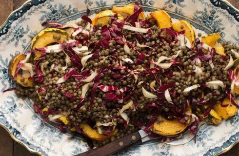 L'insalata di lenticchie e radicchio con la ricetta vegetariana