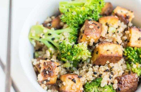 Come preparare l'insalata depurativa con tofu e quinoa